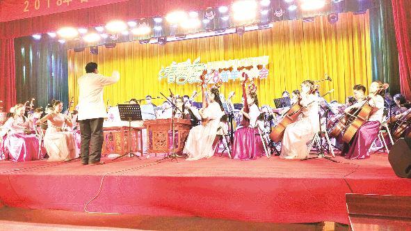 市少儿民族乐团举行新年音乐会